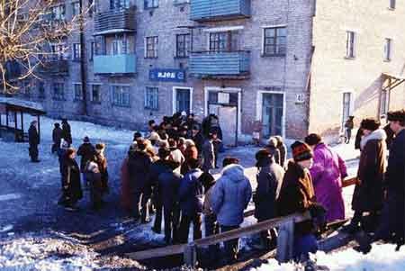 USSR_bread-line.jpg
