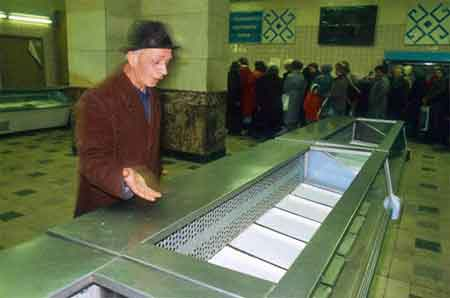 http://www.synthstuff.com/mt/archives/01/2011/USSR_empty-shelves-long-lines.jpg