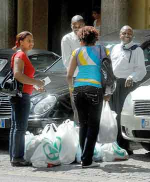 zimbabwe_diplomats_hording.jpg