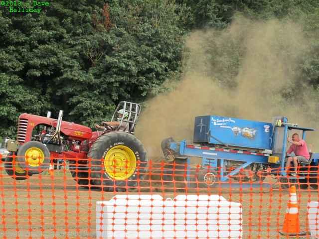 lynden_tractor_pull.JPG